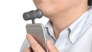 Produto Inútil do dia: barbeador para iPhone