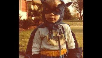Pode não ser bom para os pais mas ser Batman é ótimo para as crianças