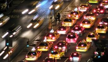 Uber e Lyft pioram trânsito e colocam mais carros na rua, dizem estudos