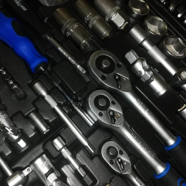 Werkzeugkoffer mit 215 Teilen 3