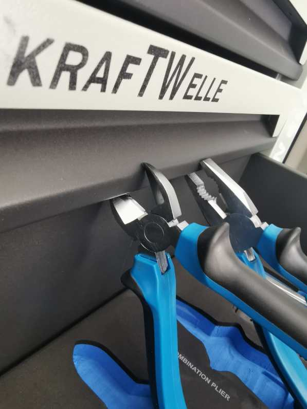 Werkstattwagen gefüllt mit Werkzeug aus CRV Schaumeinlagen Werkzeugwagen 11