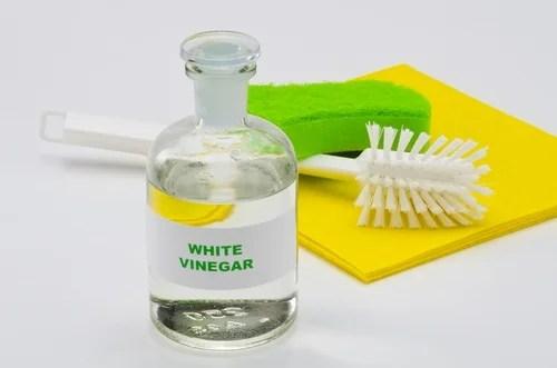 vinagre blanco para limpiar el baño