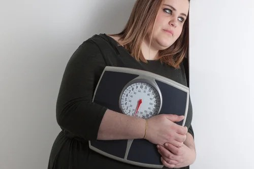 el yoga para personas con sobrepeso tiene múltiples beneficios