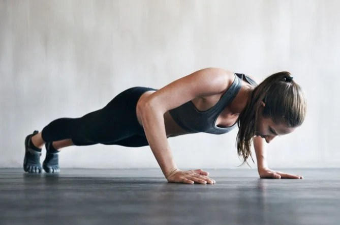 Flexiones con apoyo ancho
