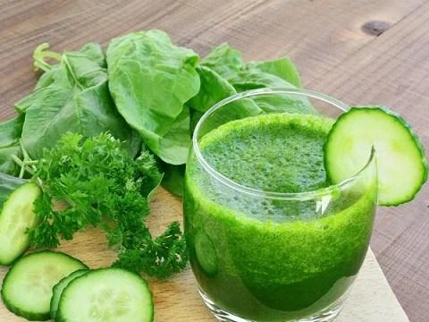 Los batidos verdes caseros ayudan a no deshidratarse.