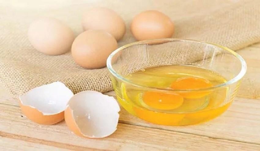 Yema de huevo para calmar el cuero cabelludo
