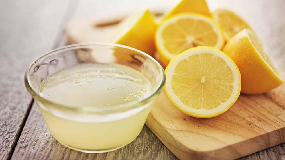 zumo-de-limón-para-desintoxicar-el-cabello