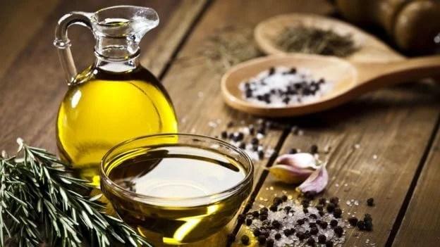 Aceite-de-oliva-para-el-cutis