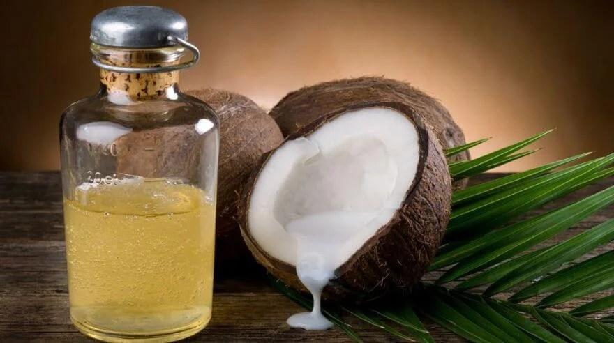 tratamiento-capilar-de-aceite-de coco-y-aceite-de-romero