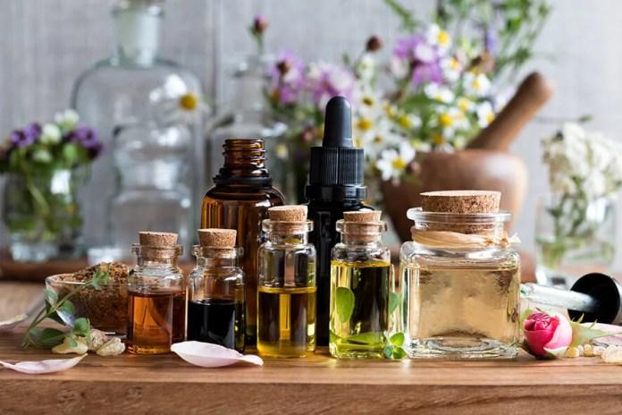 Frascos con aceites aromáticos.