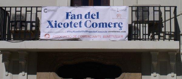 Pancarta en el balcón del ayuntamiento