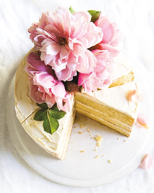 Pastel de capas de crema agria