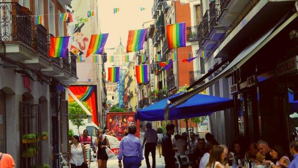 Alojarse en Chueca, el barrio gay de Madrid