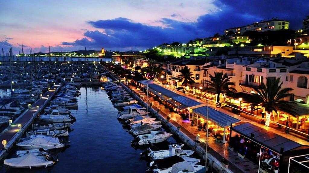 Mejores zonas donde alojarse en Sitges - Cerca de la playa y el puerto