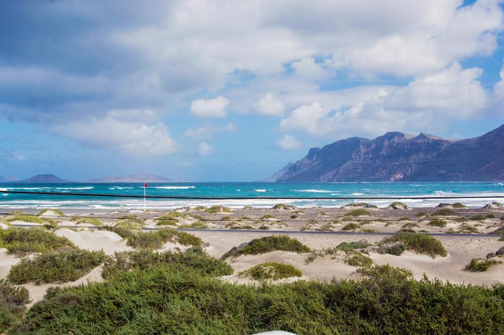 Best area to stay in Lanzarote for surfers - Cala Famara