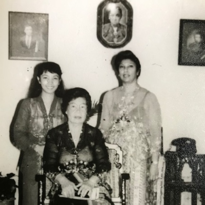 (l-r) Daughter Sasha, Mom Seet Swee Neo, me Sandra