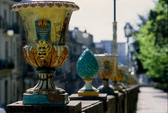 Le ceramiche di Caltagirone (made in Sicilia) diventano gioielli... (1/6)