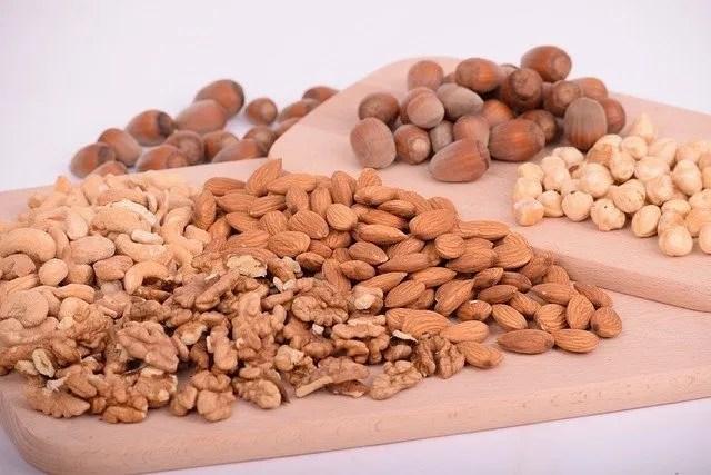Scegli cibi che saziano e ricchi di sostanze nutrienti per allontanare la fame.