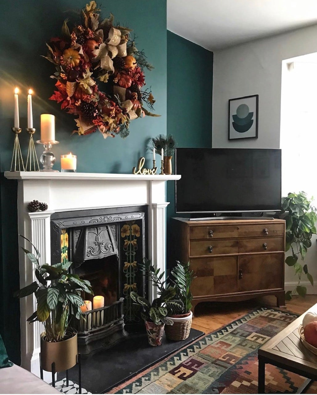 sustainable, sustainability, sustainable home, environment, environmentally friendly, upcycle, reuse, eco friendly, recycle, buy less, green wall, living room