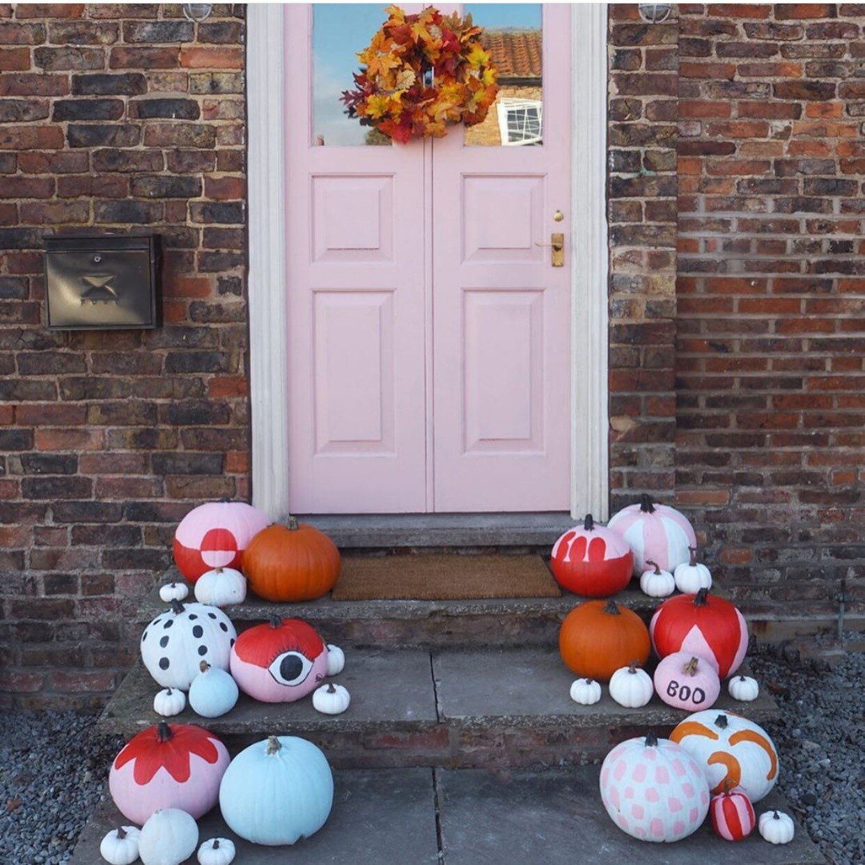Lisa Dawson went for pretty pastel colours and eye catching patterns, all beautifully pulled together with her pink door and autumnal wreath! Instagram -  @_lisa_dawson_
