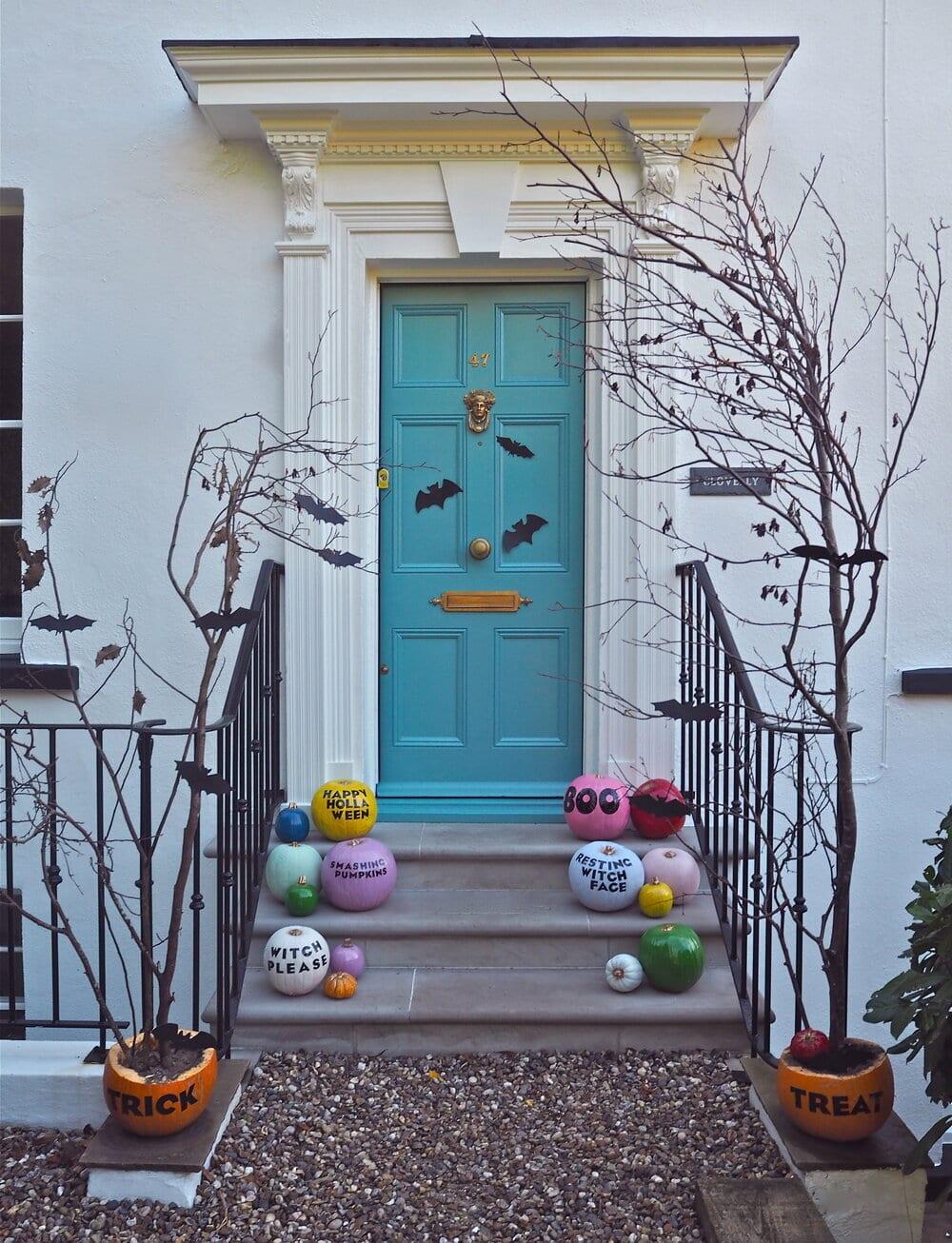 Fantastic display of pumpkins all created by Melanie! Instagram  @melanielissackinteriors