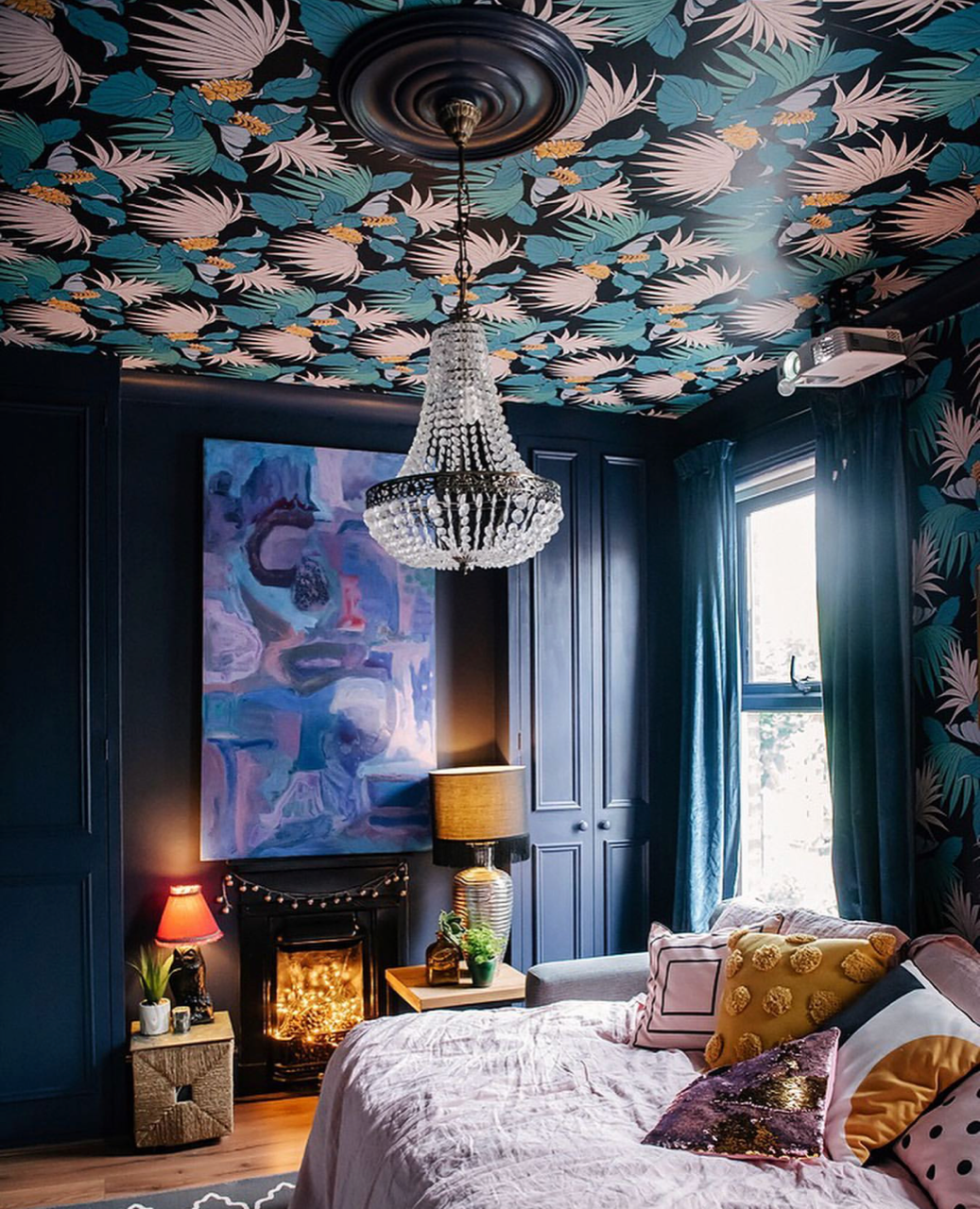 How WOW does that wallpaper look against the dark backdrop? Image:  @layered.home