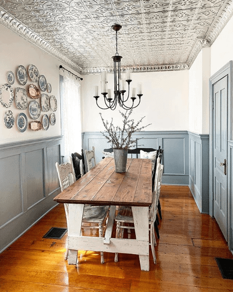 Tin ceiling in the dining room immediately drawing your eyes upwards. Image:  @farmhouseluv