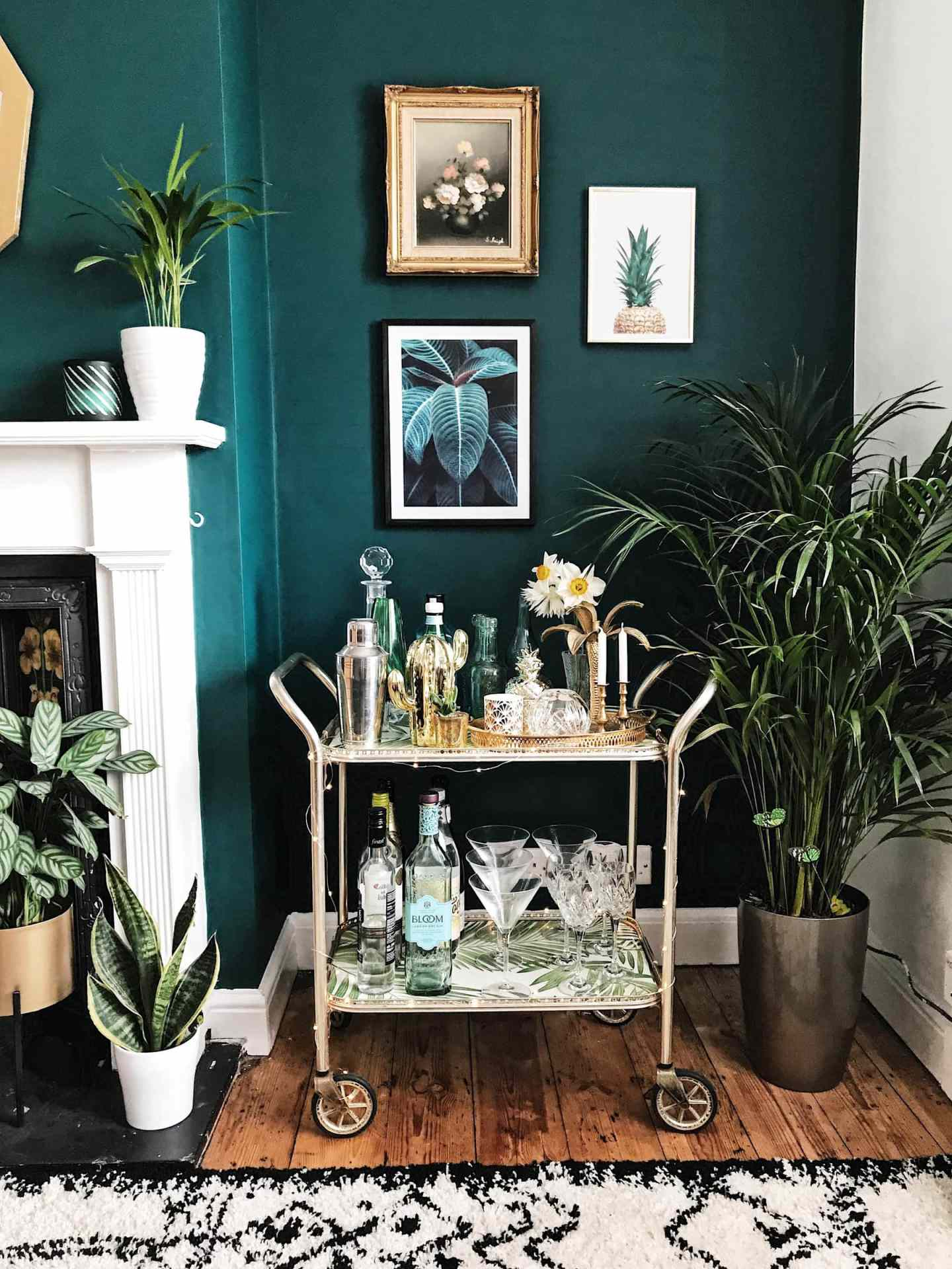 Don't know what to do with a corner? Add plants and botanical prints