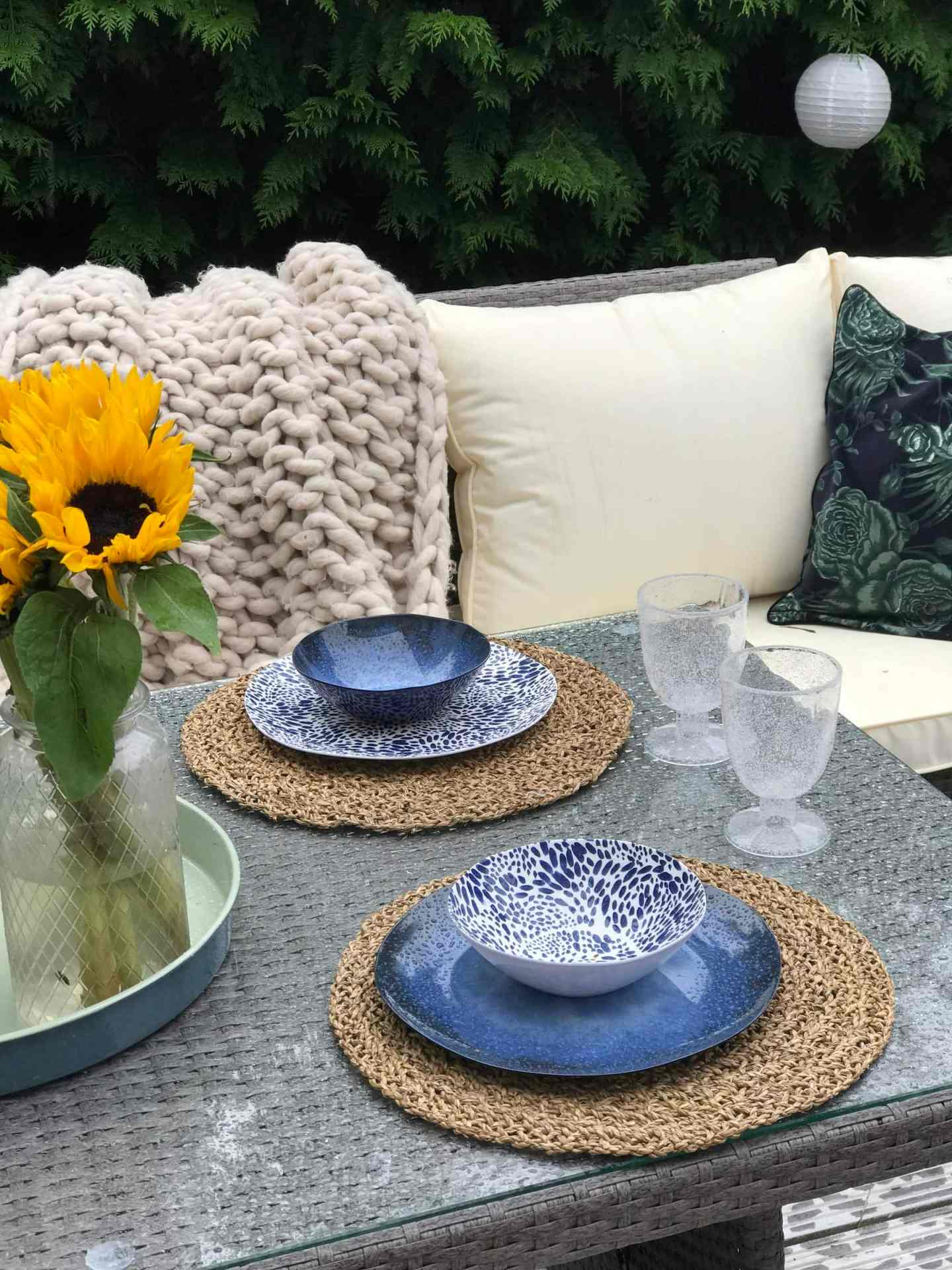 Dinner plates with matching bowls