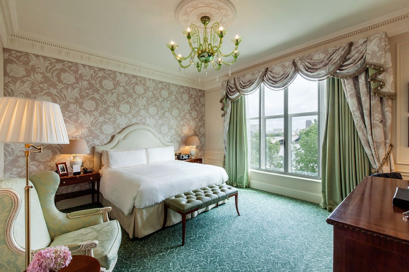 Image credit: www.fairmont.com/savoy-london/accommodations/guest-rooms