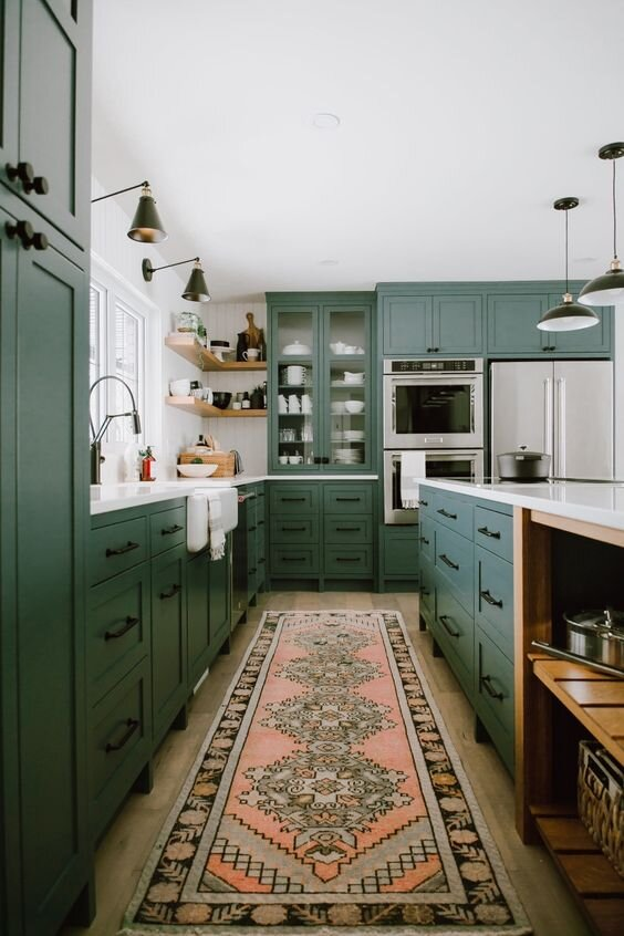 This kitchen makes me green with envy! Credit: jaclynpetersdesign.com