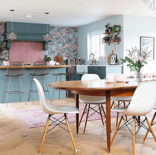 I think I have just died and gone to kitchen heaven! Credit: @peacockfinds Photo Credit: @beautifulhomesinthenorth