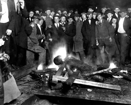 Charred_corpse_of_Will_Brown_Omaha_Courthouse_September_28_1919