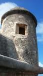 Aquí estoy yo, en Isla de Cabras. Este es uno de los fuertes que protegían la ciudad. Desde aquí se llevaba a cabo parte del fuego cruzado para evitar que los barcos ingleses entraran a la Bahía de San Jua y tomaran la ciudad. Sir Francis Drake una vez lo logró pero esa es otra historia.