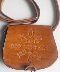 Beautiful vintage tooled leather satchel. Vintage 1980s tan shoulder bag with cross body strap. 80s boho hippy handmade leather handbag.