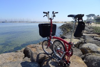 Red Brompton on the rocks looking out to Brighton's marina - @daynaa2000