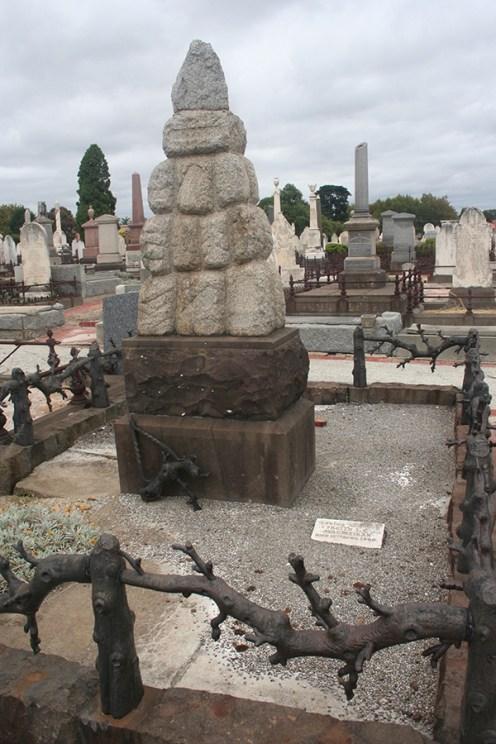 cairn-grave