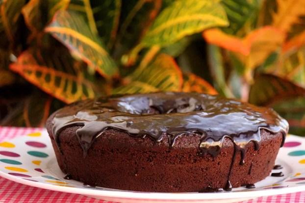 Bolo de chocolate integral fofo e delicioso