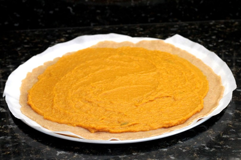 Torta de abóbora com cebola caramelizada e gorgonzola - Prepare uma deliciosa e rústica torta de abóbora. Ela é crocante e cheia de sabores resultado da perfeita combinação desses ingredientes. Confira a receita dessa perfeita torta salgada.