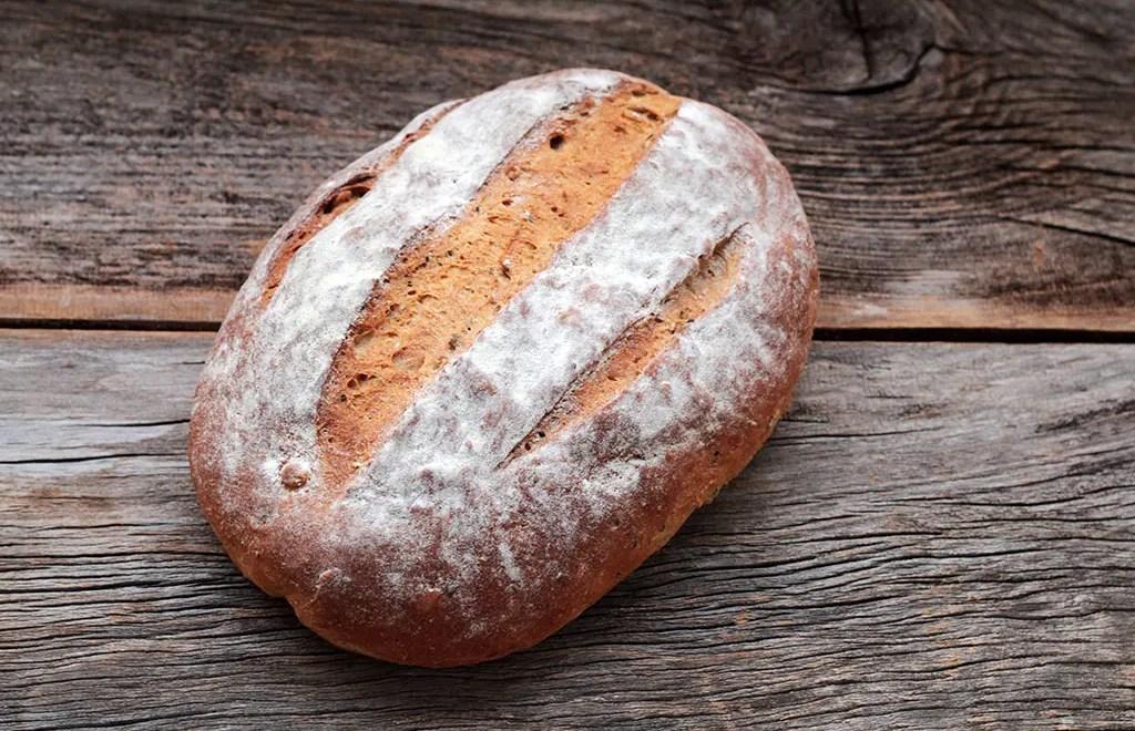 Pão integral de aipim com sementes