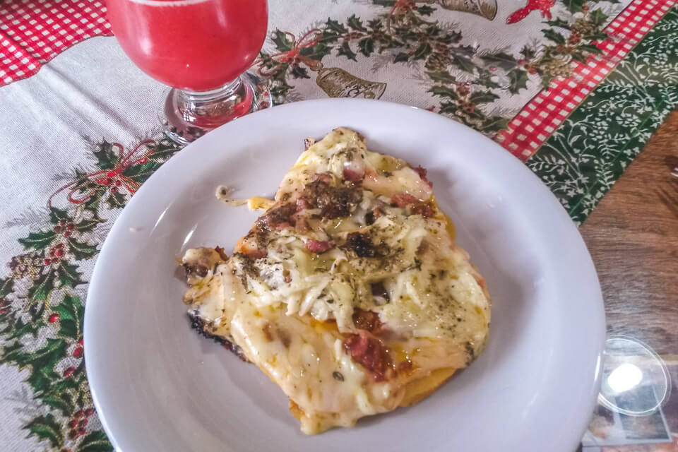 Comidas tipicas do espirito santo pizza de polenta e café