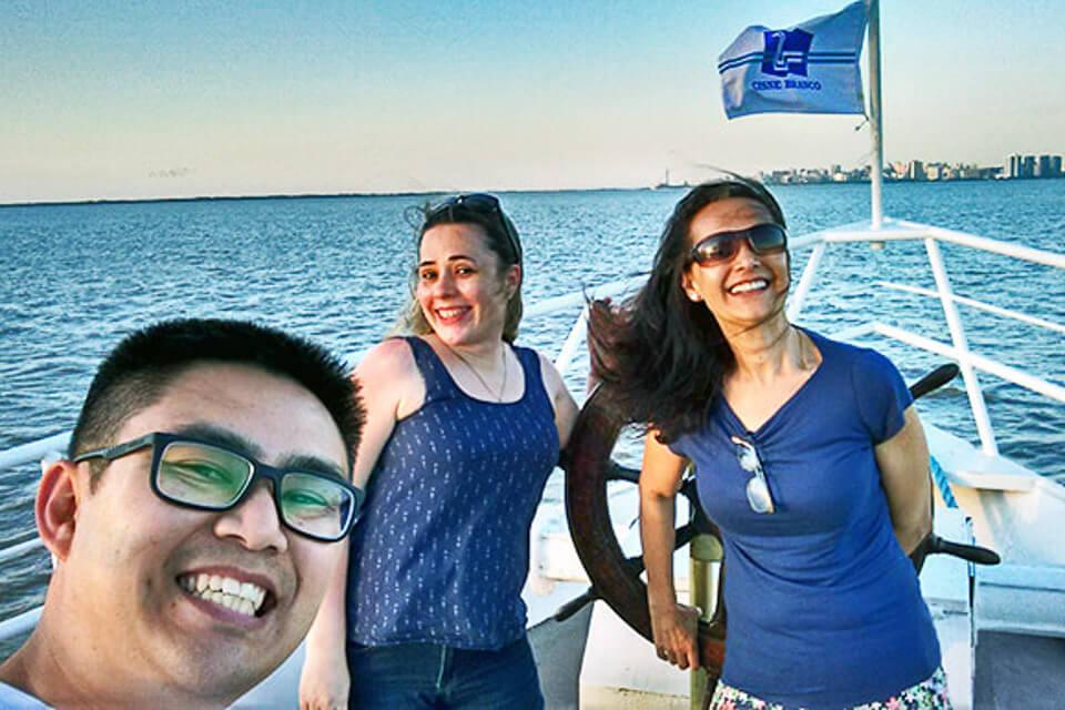 Passeio de barco em Porto Alegre com o Cisne Branco