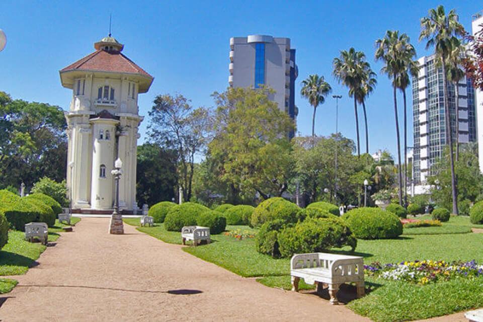 4 lugares gratuitos para visitar em Porto Alegre Jardim do DMAE ou Praça Hidráulica