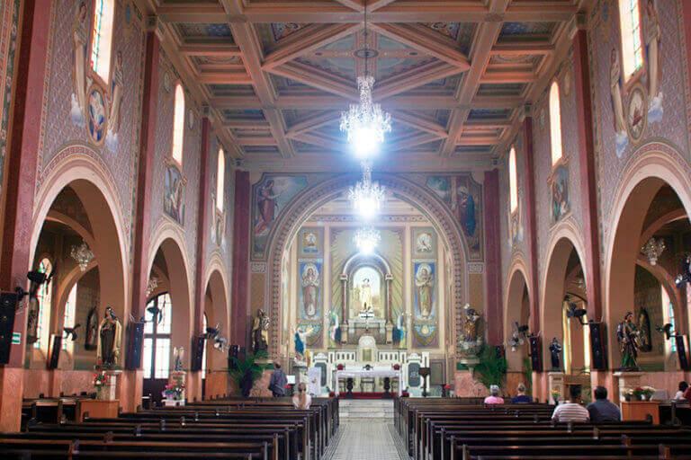 Bate e Volta de Sampa pra São Roque visite a Igreja Matriz