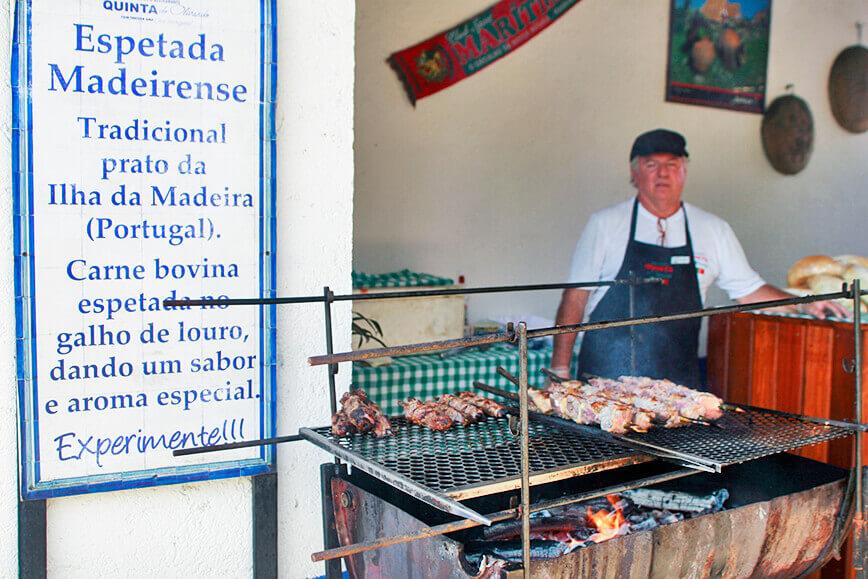 Sabores Locais espetada madeirense em São Roque