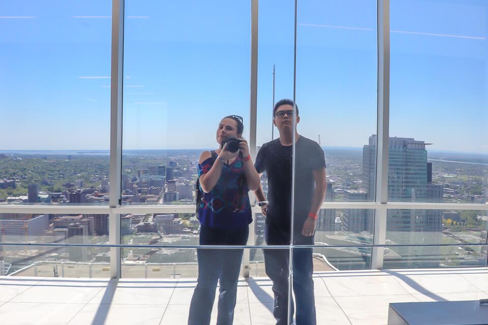 Au Sommet Place é um observatório com vista 360 graus de Montreal, Canada