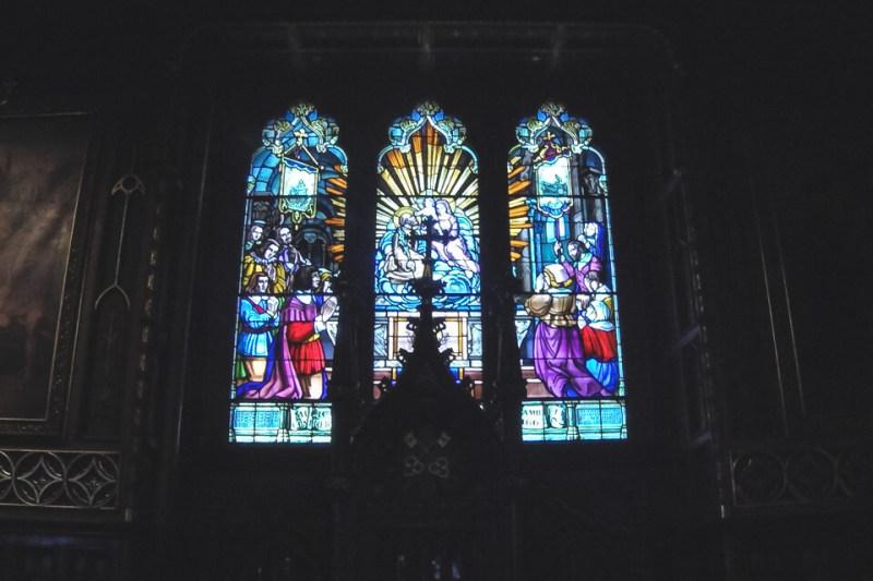 Vitrais coloridos da Basílica de Notre Dame de Montreal