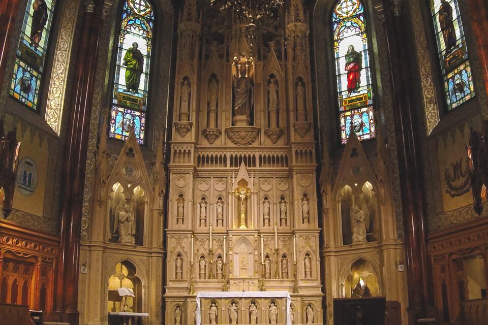 Detalhes do altar da St. Patrick's Basilica