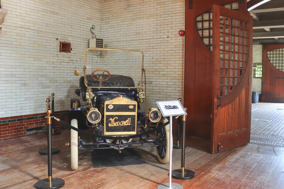 Coleção de carro antigos na Casa Loma, em Toronto