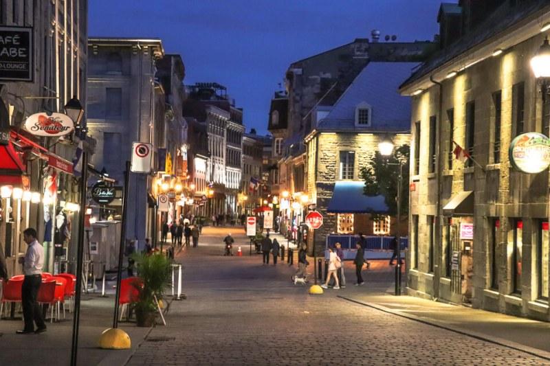 Rua Saint Paul é uma das opções do que fazer a noite em Montreal, Canada